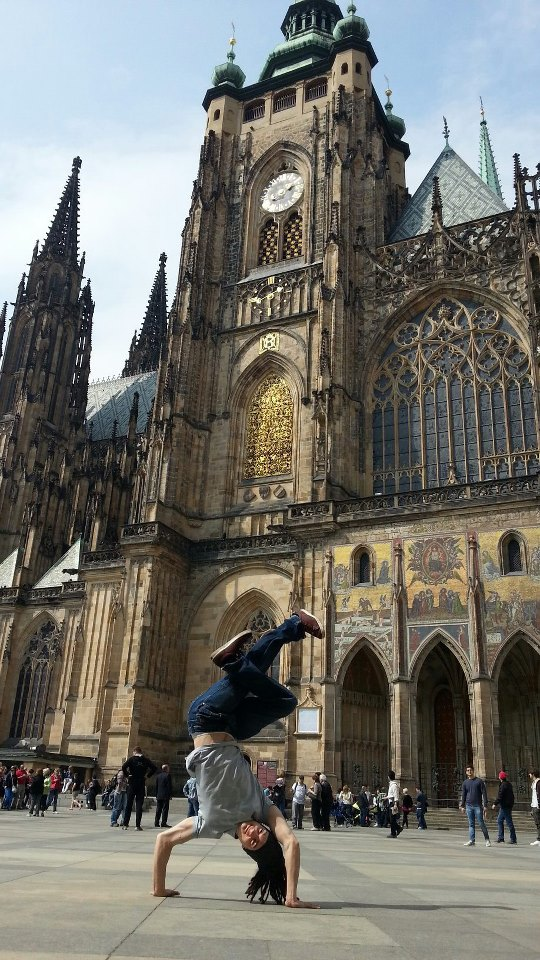 B-Boy Twist - Handstand freeze in Prague